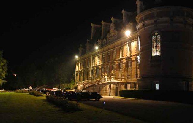 Le château de Trélon de nuit
