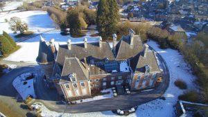 Le château de Trélon en hiver, vu du ciel.
