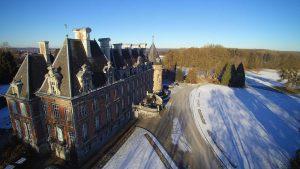 Le château de Trélon en hiver vu du ciel.
