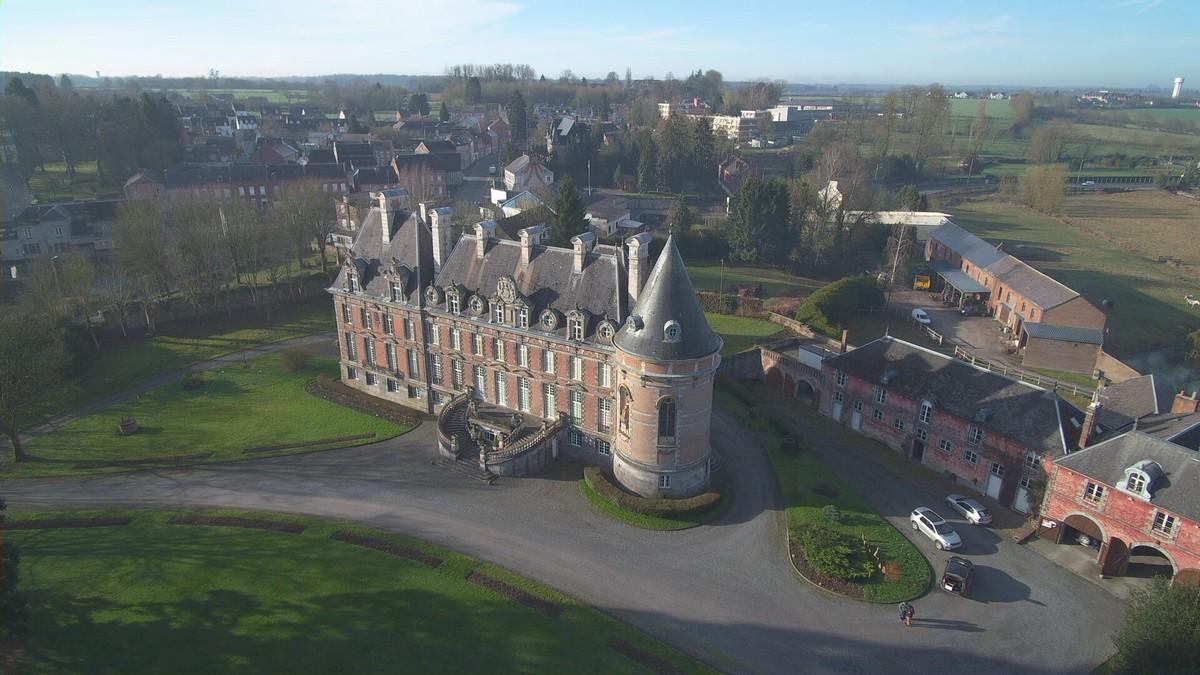 Le château de Trélon vu d'un drone.